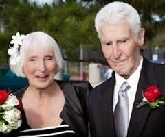 Hombre de 100 Años se casa con la mujer de sus sueños